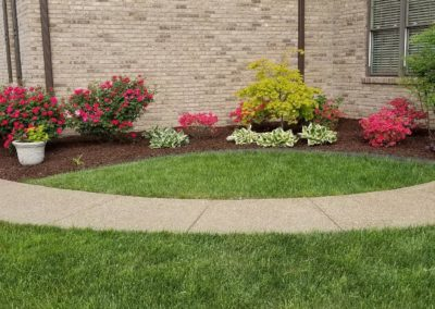 flowers and mulch beds11